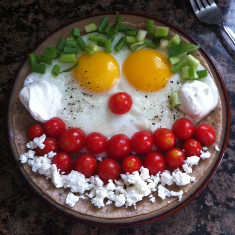 http://Tomato,%20Egg%20and%20cheese%20face