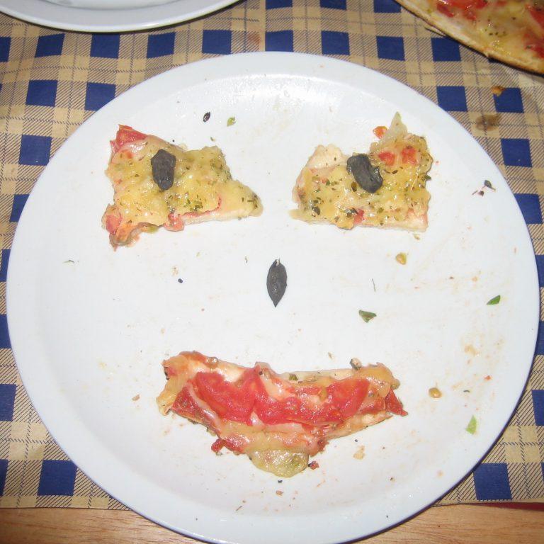 http://Pizza%20Face%20in%20Mendoza,%20Argentina%202005